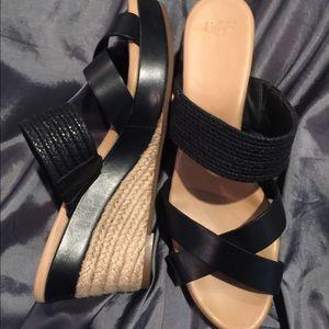 🖤NWOT🖤UGG Sandals.Fit Like Size 11 NeverUsed.